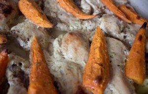 Курица, маринованная в кефире и запечённая с картофелем