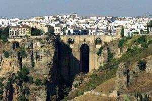 Город Ронда в горах - потрясающая достопримечательность Испании